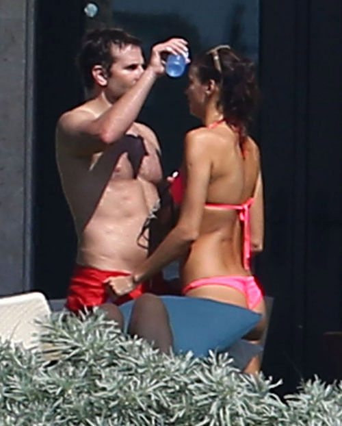 Irina Shayk khoe vòng 1 nóng bỏng bên người tình - 6