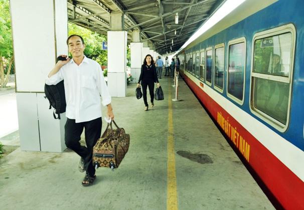 Đi tàu nội đô, dân thoát nỗi ám ảnh kẹt xe ở Sài Gòn - 12