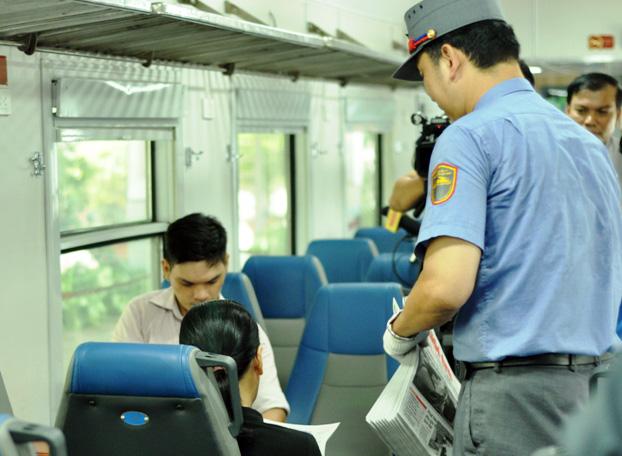 Đi tàu nội đô, dân thoát nỗi ám ảnh kẹt xe ở Sài Gòn - 13