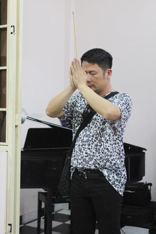 Bằng Kiều bồi hồi viếng nhạc sĩ Nguyễn Ánh 9 - 3