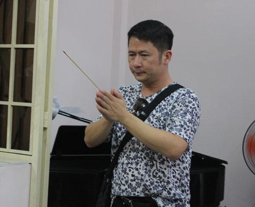 Bằng Kiều bồi hồi viếng nhạc sĩ Nguyễn Ánh 9 - 4