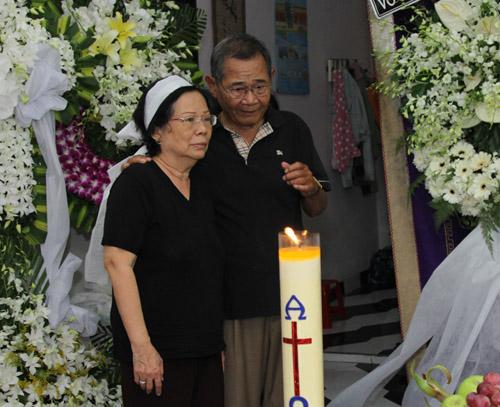 Bằng Kiều bồi hồi viếng nhạc sĩ Nguyễn Ánh 9 - 12