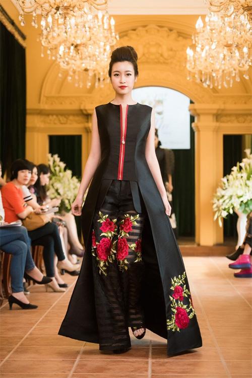 Những thiết kế xuyên thấu quyến rũ của nghệ nhân áo dài - 9
