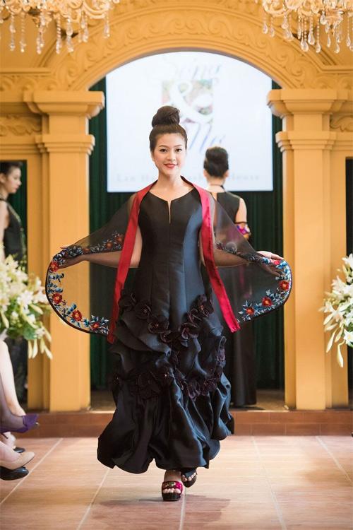 Những thiết kế xuyên thấu quyến rũ của nghệ nhân áo dài - 11