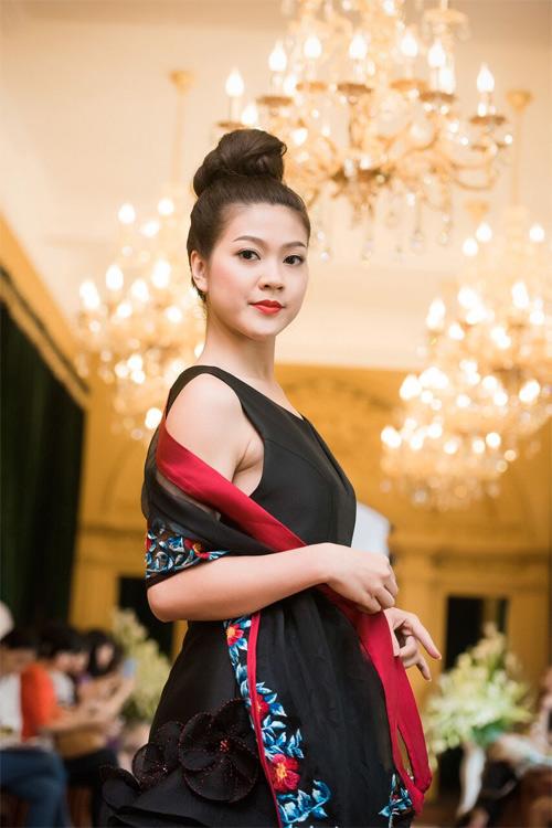 Những thiết kế xuyên thấu quyến rũ của nghệ nhân áo dài - 12