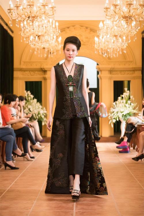 Những thiết kế xuyên thấu quyến rũ của nghệ nhân áo dài - 13