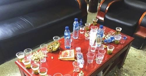 Sinh viên phải thi uống rượu trước khi ra trường - 1