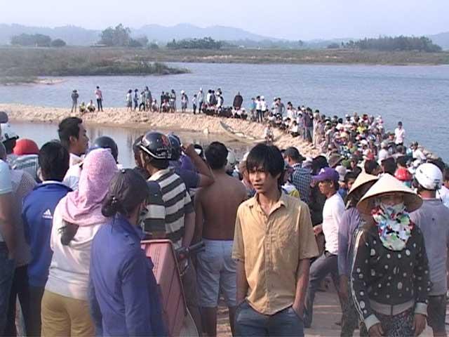 Chết đuối ở Quảng Ngãi - 9 học sinh chết đuối ở sông Trà Khúc - 1