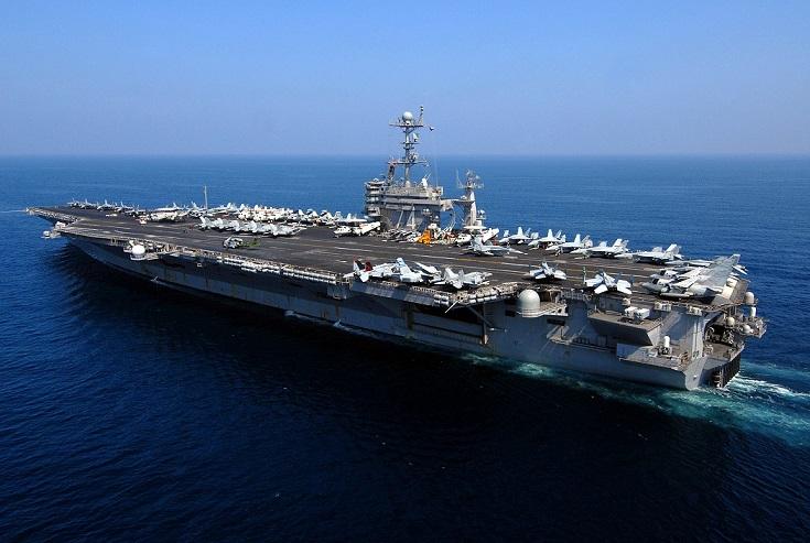 Bộ trưởng Quốc phòng Mỹ thăm tàu sân bay trên Biển Đông - 1