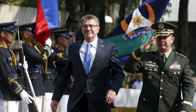 Bộ trưởng Quốc phòng Mỹ thăm tàu sân bay trên Biển Đông - 2