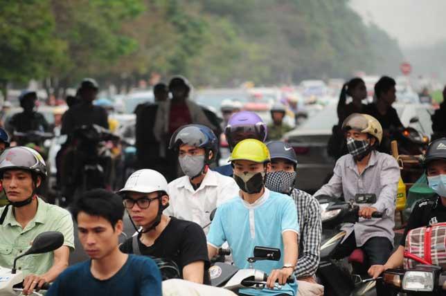 HN: Người dân đứng ngồi vạ vật chờ xe về nghỉ lễ - 5