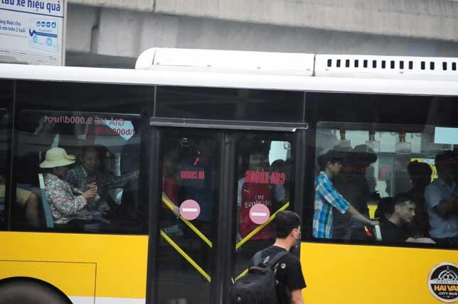 HN: Người dân đứng ngồi vạ vật chờ xe về nghỉ lễ - 12