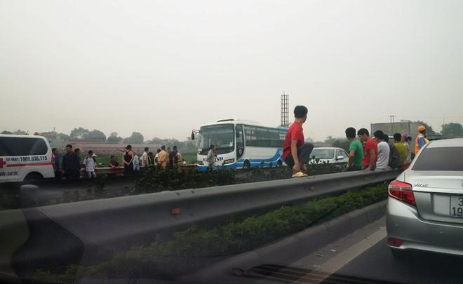 Bị ô tô kéo lê 60m trên cao tốc, người đi bộ tử vong - 1