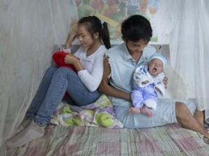 Thế giới - Ảnh: Lấy chồng, làm mẹ ở tuổi 13 tại Trung Quốc