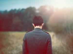 Thơ tình: Về với cô đơn