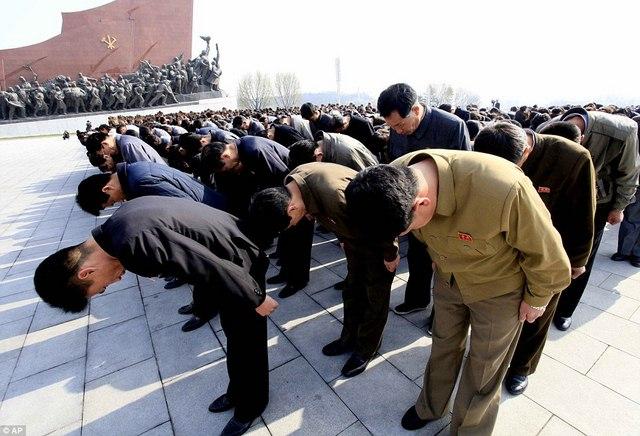 Ảnh: Dân Triều Tiên lũ lượt ra đường mừng sinh nhật lãnh tụ - 3