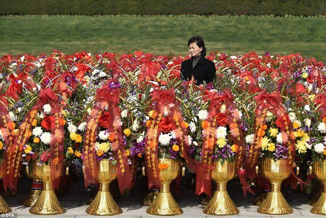 Ảnh: Dân Triều Tiên lũ lượt ra đường mừng sinh nhật lãnh tụ - 6
