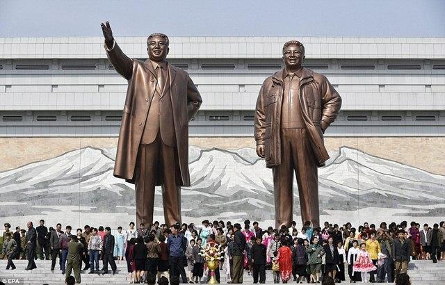 Ảnh: Dân Triều Tiên lũ lượt ra đường mừng sinh nhật lãnh tụ - 11