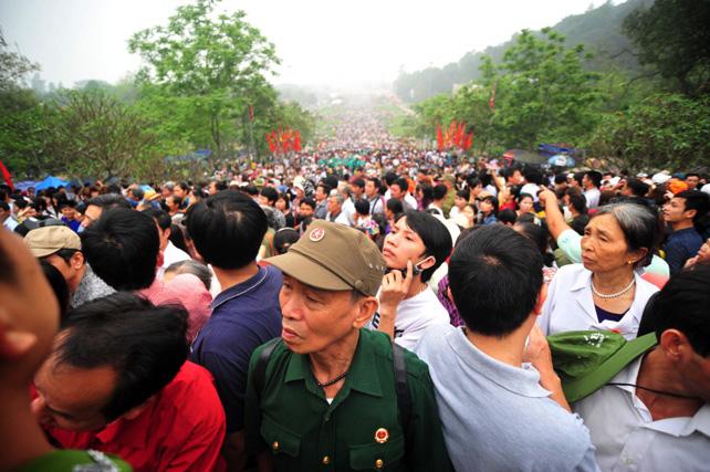 Ảnh: Giỗ Tổ, người dân đổ về Đền Hùng như dòng thác - 4