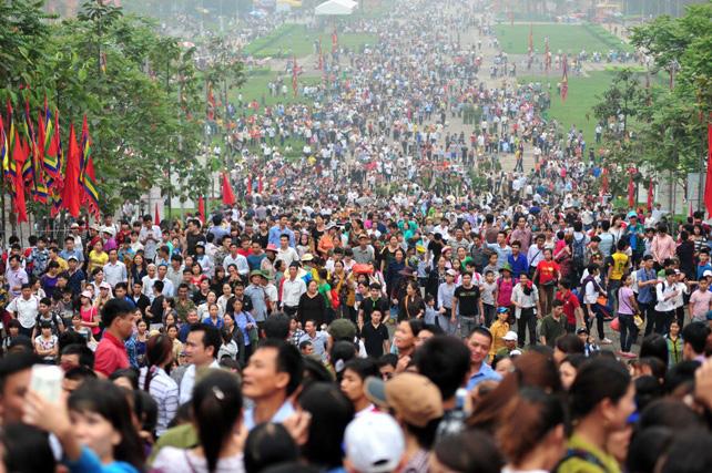 Ảnh: Giỗ Tổ, người dân đổ về Đền Hùng như dòng thác - 10
