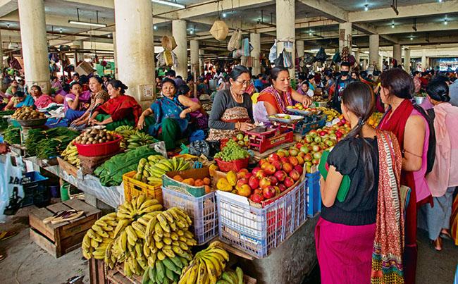 Khu chợ có tên Ima Keithel còn có tên Khwairamband Bazar. Trong đó Ima Keitherl có nghĩa là  chợ của mẹ , là khu chợ được coi như thiên đường phụ nữ  lớn nhất thế giới khi không có một bóng dáng người đàn ông nào.