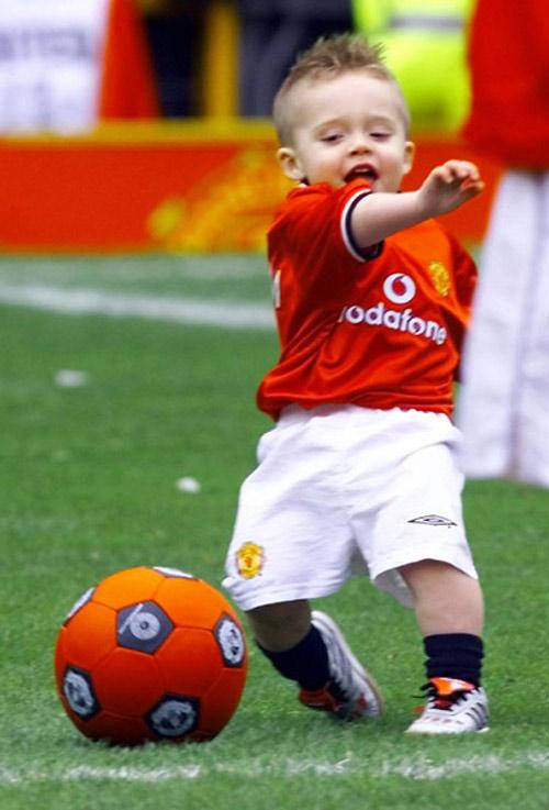 Con trai David Beckham ngày càng điển trai giống bố - 5