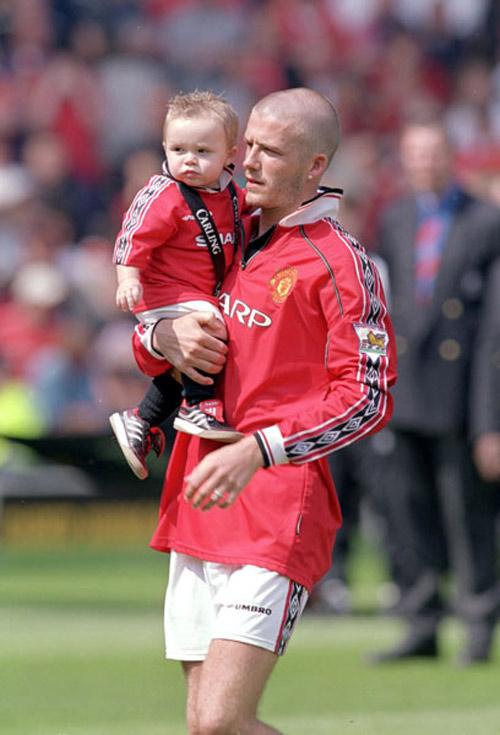 Con trai David Beckham ngày càng điển trai giống bố - 4