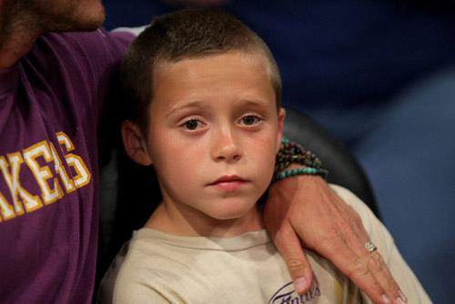 Con trai David Beckham ngày càng điển trai giống bố - 7