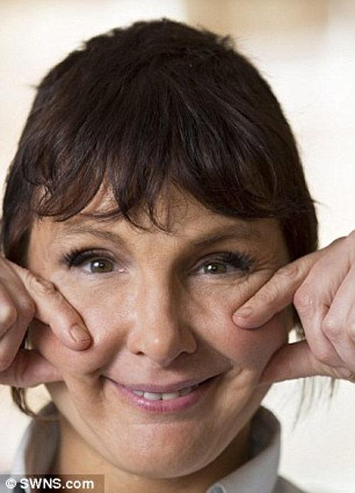Bài tập cấu véo, ấn mặt giúp bạn có thể trẻ ra 10 tuổi - 2