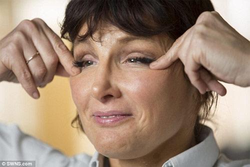 Bài tập cấu véo, ấn mặt giúp bạn có thể trẻ ra 10 tuổi - 1