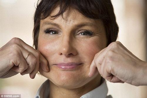 Bài tập cấu véo, ấn mặt giúp bạn có thể trẻ ra 10 tuổi - 6