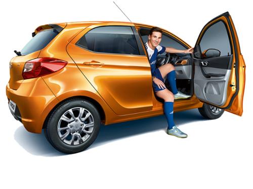 Siêu sao Messi chạy xe giá rẻ Tata Tiago - 1
