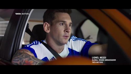 Siêu sao Messi chạy xe giá rẻ Tata Tiago - 2