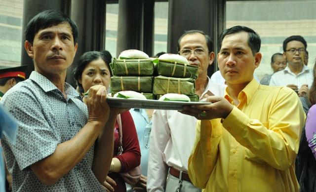 TPHCM: Dâng lễ vật khổng lồ lên vua Hùng ngày Giỗ Tổ - 8