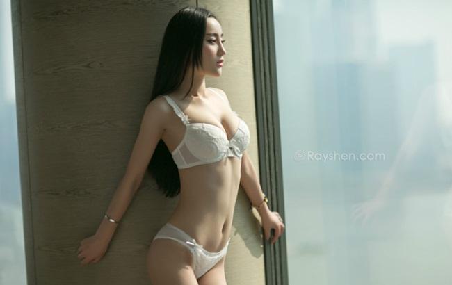 Trương Uyển Hinh, sinh ngày 24/12/1990, là một trong những người mẫu nội y có tiếng trong làng mẫu Trung Quốc.