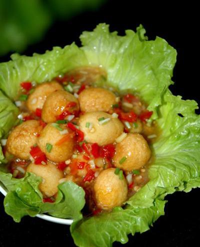 Ngon cơm với trứng cút sốt ớt, canh sườn nấu kim chi - 1
