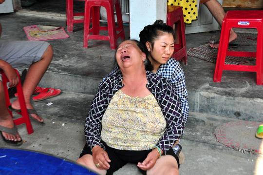 Vụ 9 HS chết đuối: Cha mẹ trở về ôm con trong nước mắt - 3