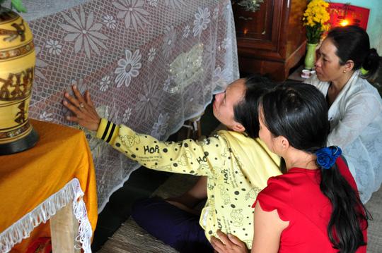 Vụ 9 HS chết đuối: Cha mẹ trở về ôm con trong nước mắt - 5
