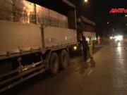 Tin tức trong ngày - Clip: CSGT trắng đêm phục kích xe ben đua tốc độ