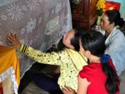 Tin tức trong ngày - Vụ 9 HS chết đuối: Cha mẹ trở về ôm con trong nước mắt
