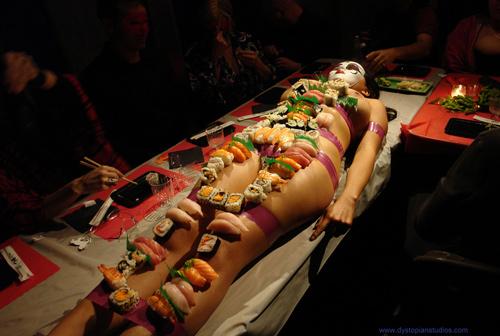 Chuyện khó nói của người mẫu nude trên bàn tiệc ở Nhật Bản - 1