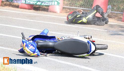 Hài hước: Hì hục đẩy xe tranh hạng ở giải mô tô tốc độ - 6
