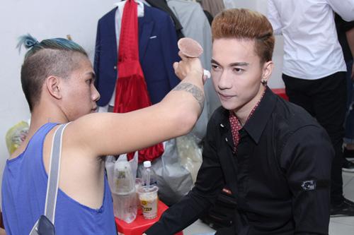 Phan Hiển - Khánh Thi bế con đi xem nhảy - 8