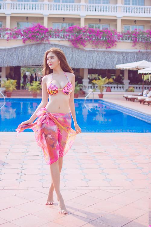Hot girl Lilly Luta tung ảnh bikini gợi cảm chào hè - 6