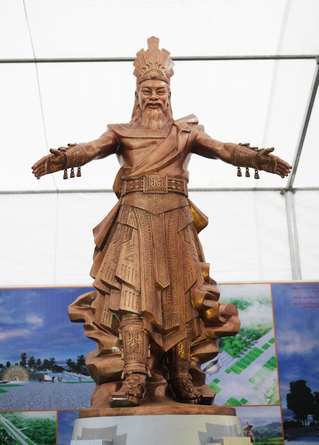 Ảnh: Cận cảnh ba mẫu phác thảo tượng Hùng Vương - 5