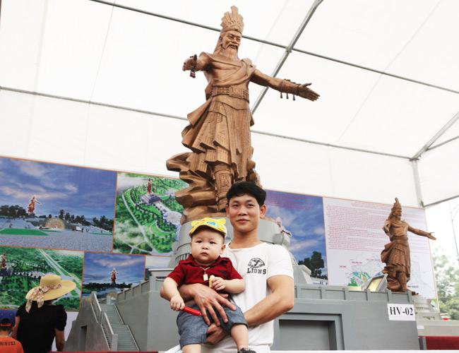 Ảnh: Cận cảnh ba mẫu phác thảo tượng Hùng Vương - 6