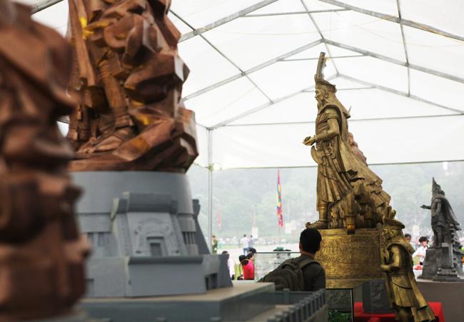 Ảnh: Cận cảnh ba mẫu phác thảo tượng Hùng Vương - 8