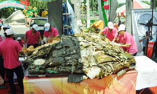 """TPHCM: Dân xếp hàng dài chờ thưởng thức bánh chưng """"khủng"""" - 15"""