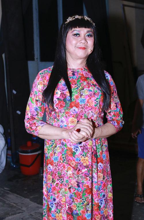 """Phi Nhung chăm sóc """"tình nhân âm nhạc"""" Mạnh Quỳnh - 13"""