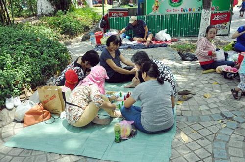 TPHCM: Nghỉ Giỗ Tổ, dân đổ về khu vui chơi tránh nóng - 6